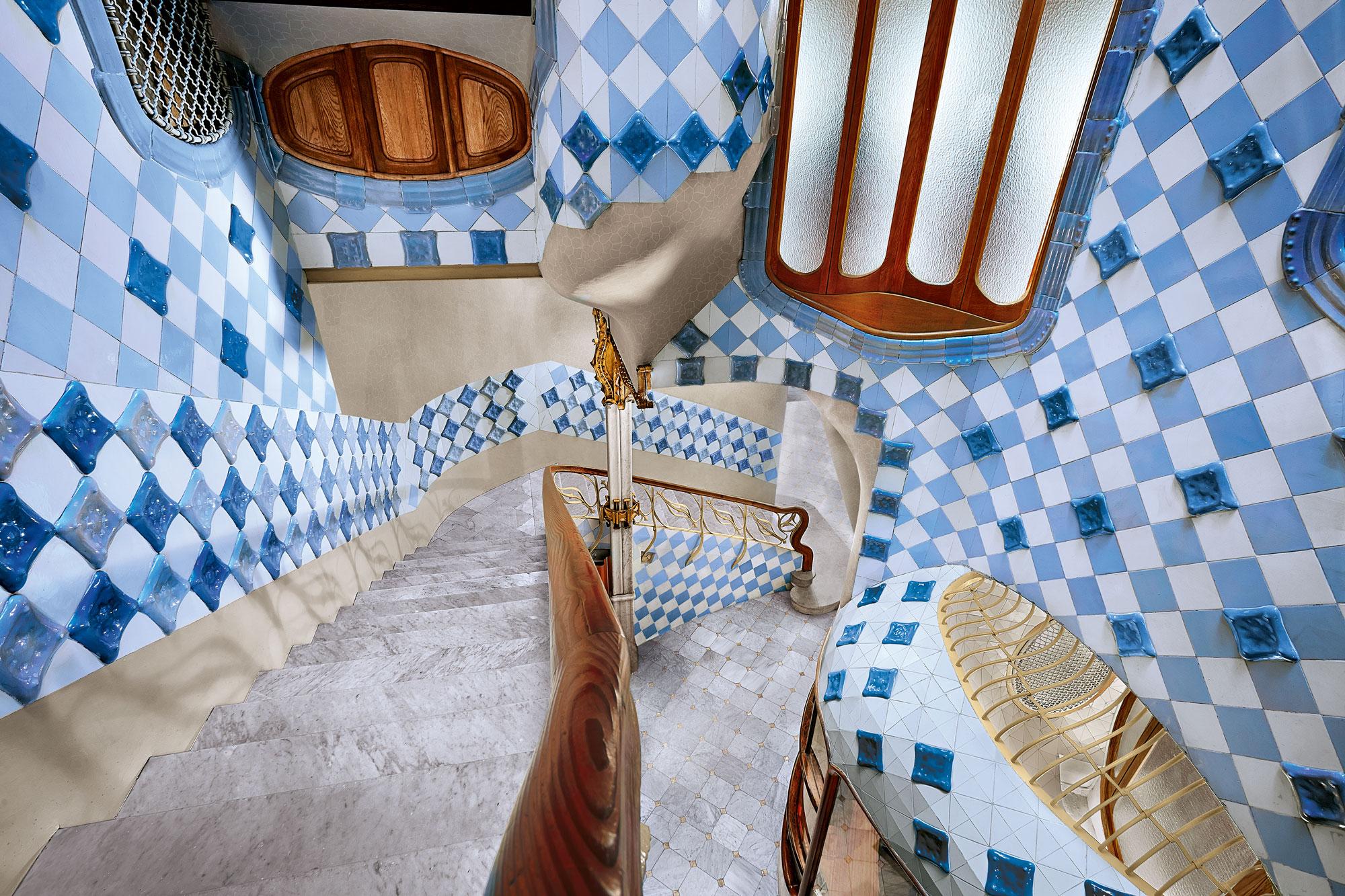 casa-battlo-innendors-trapp-detaljer-barcelona